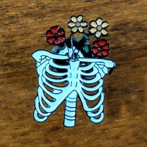Accessories - Human Skeleton Ribs w/ Flowers Enamel Pin Badge